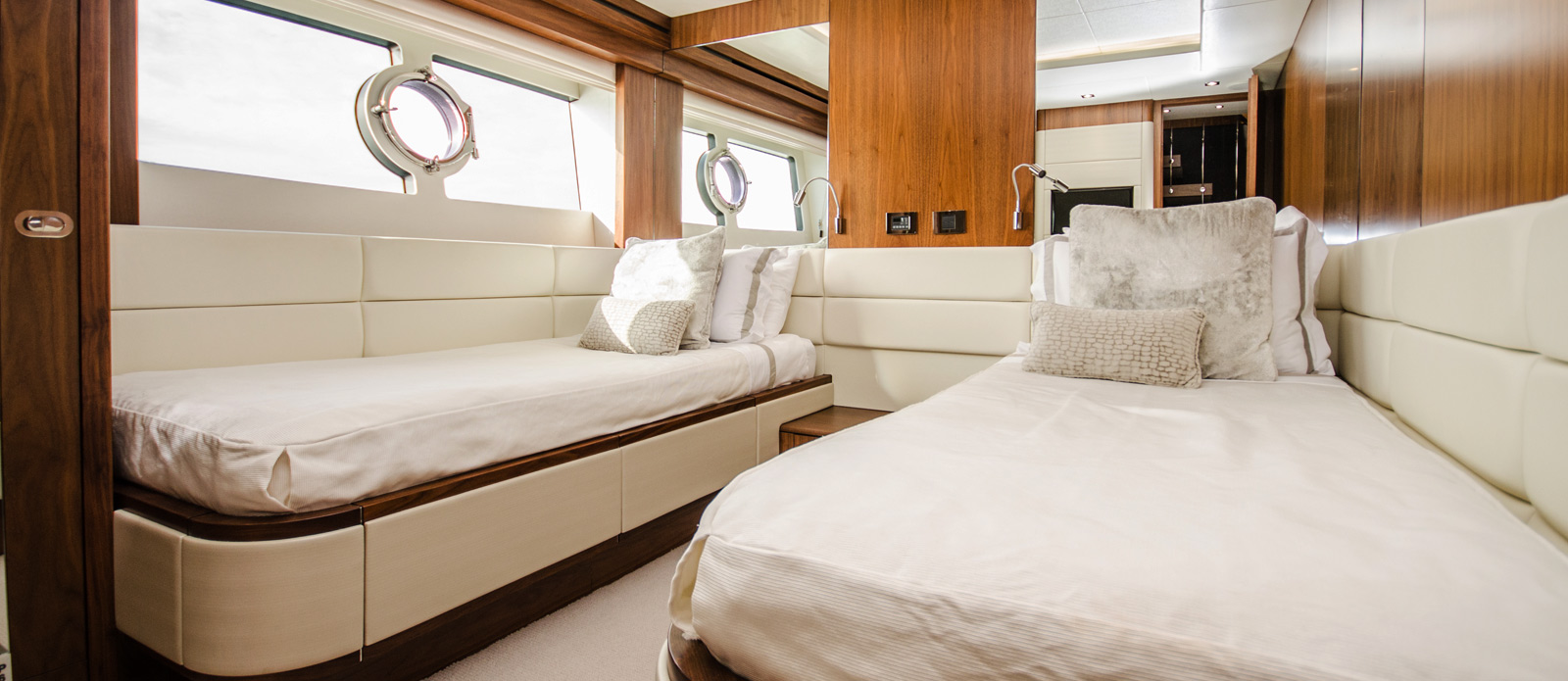 Sunseeker 86 Yacht - Twin-Cabin-1
