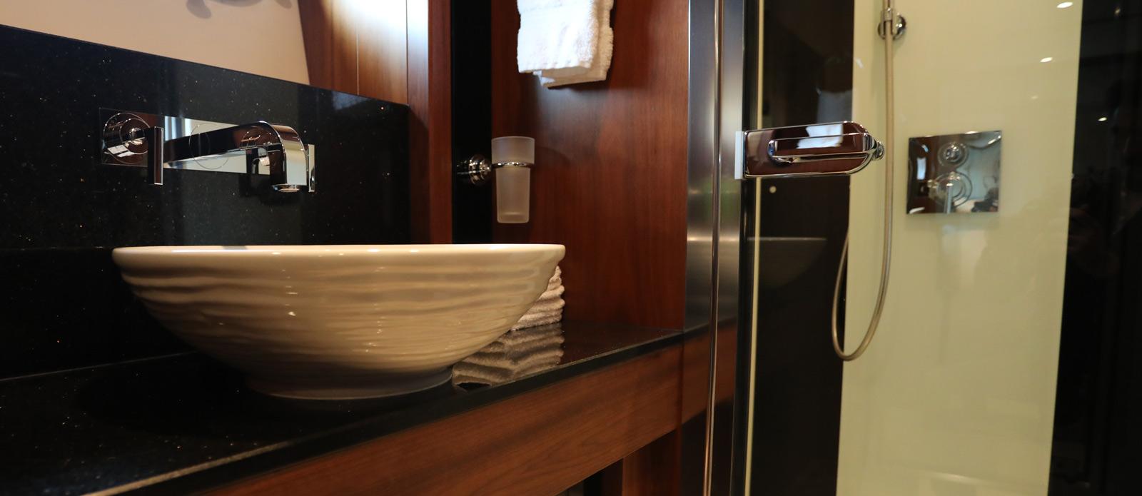 Sunseeker-30-Metre-Yacht-Coraysa-Guest-En-Suite