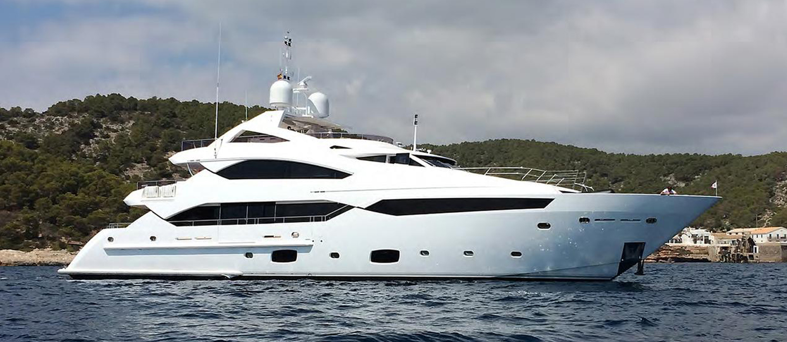 This Sunseeker 40 Metre Yacht is a unique off market opportunity to purchase an extremely low hour vessel exclusively from Bristow-Holmes