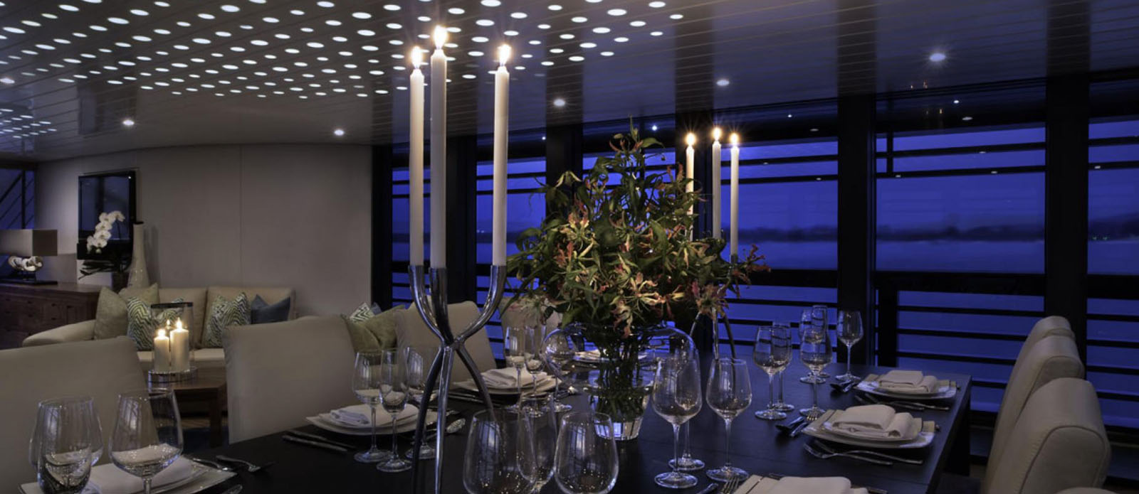 Ocean Emerald - Interior Dining