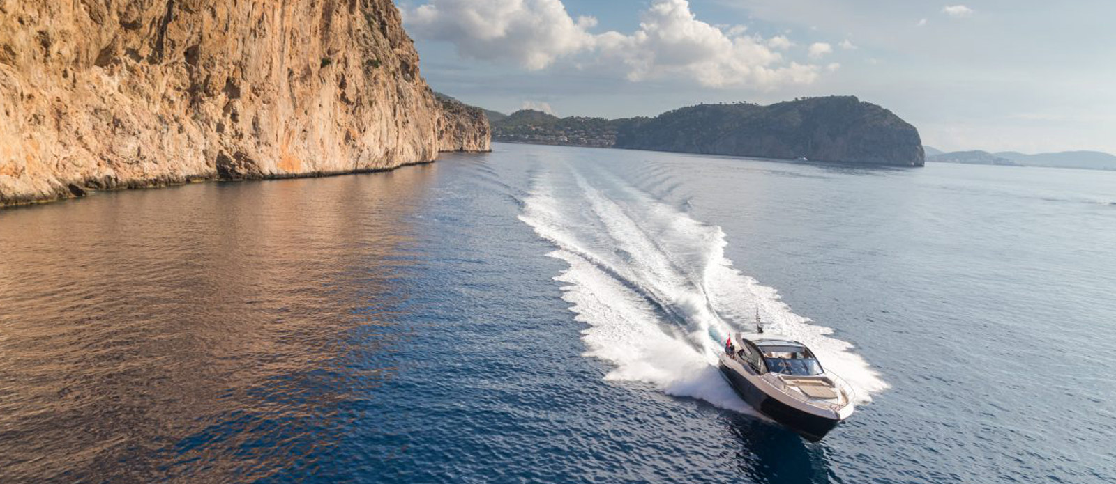 Sunseeker 74 Predator - Running-Cliff