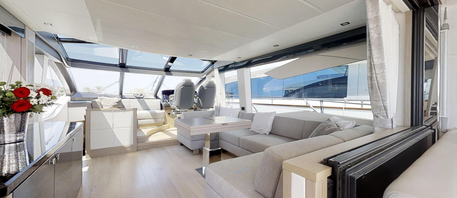 Sunseeker 74 Predator - Saloon-Alternative-Angle