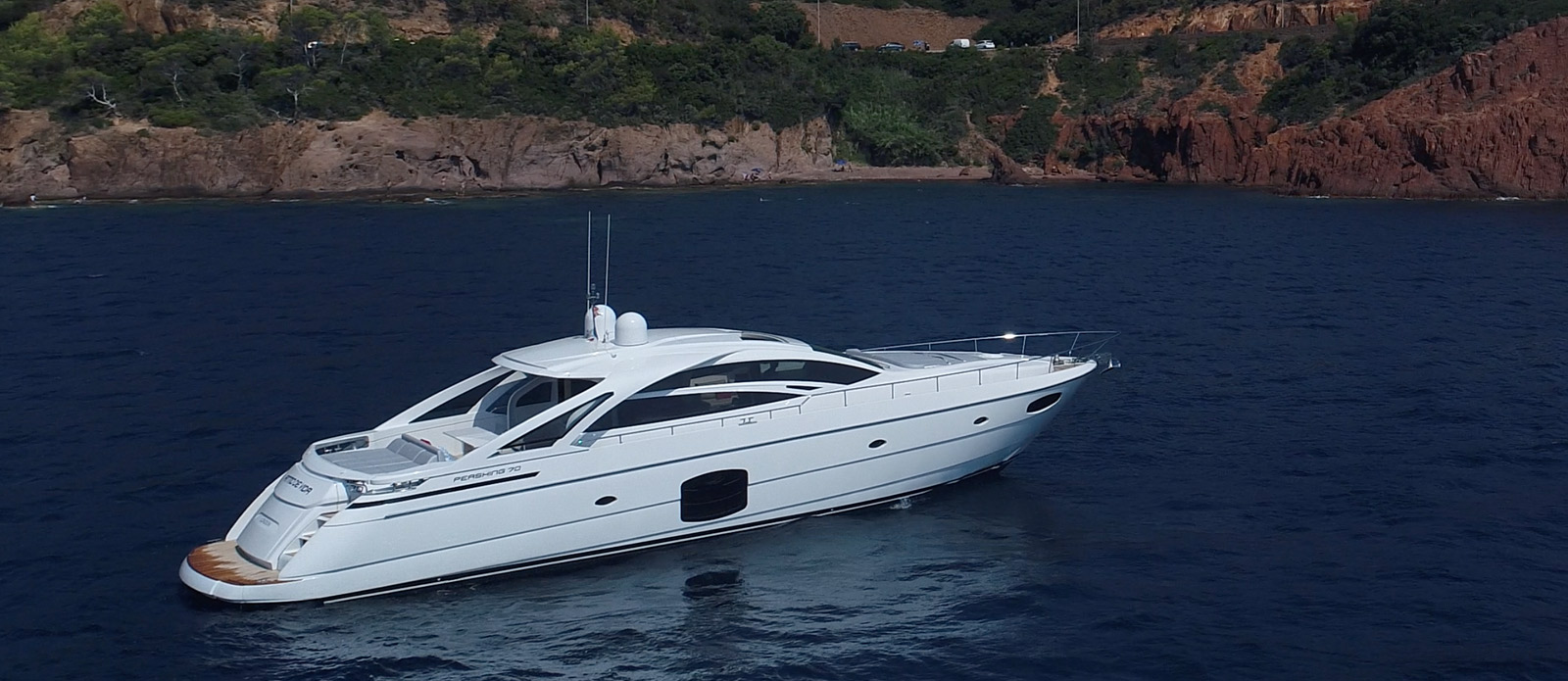 Pershing 70 - Ritmo De Vida - Side-View