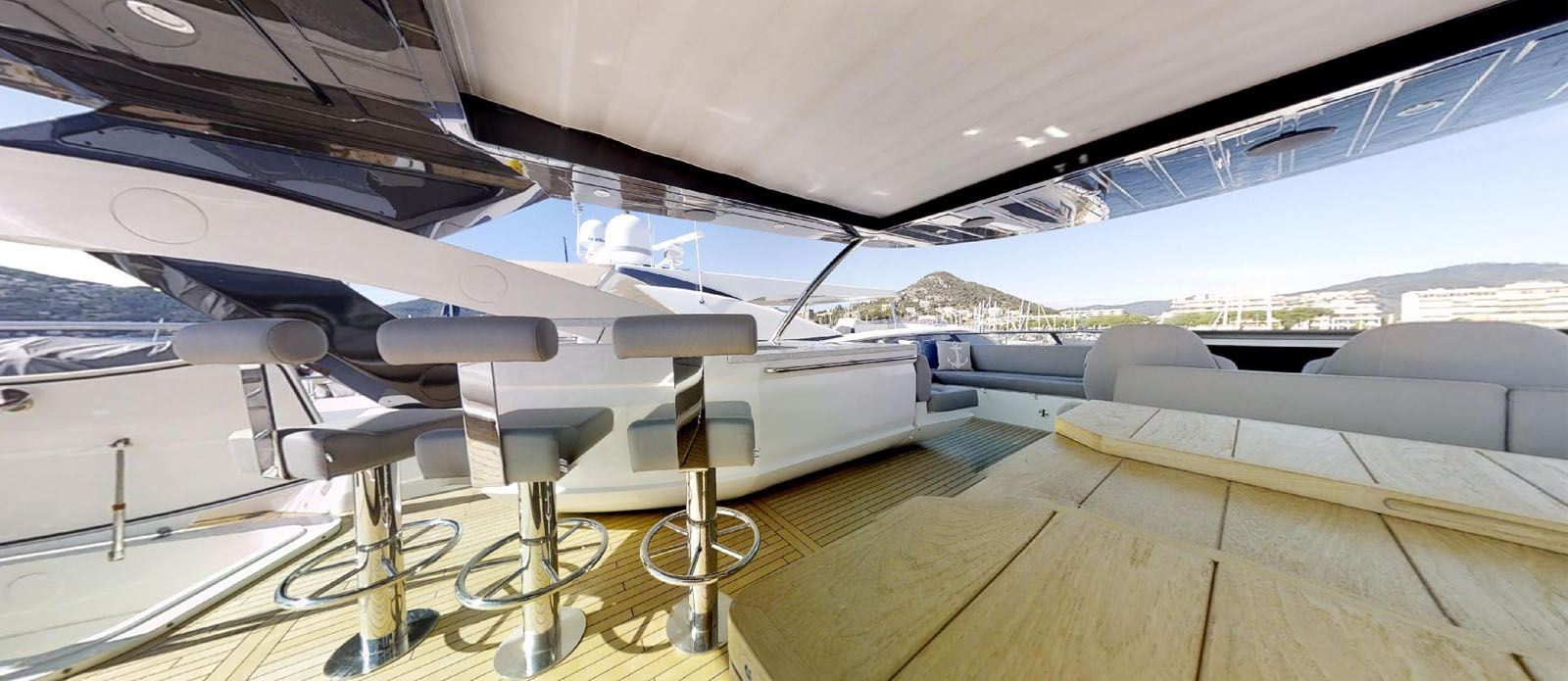 Sunseeker-86-Yacht-MiBowt-Bar