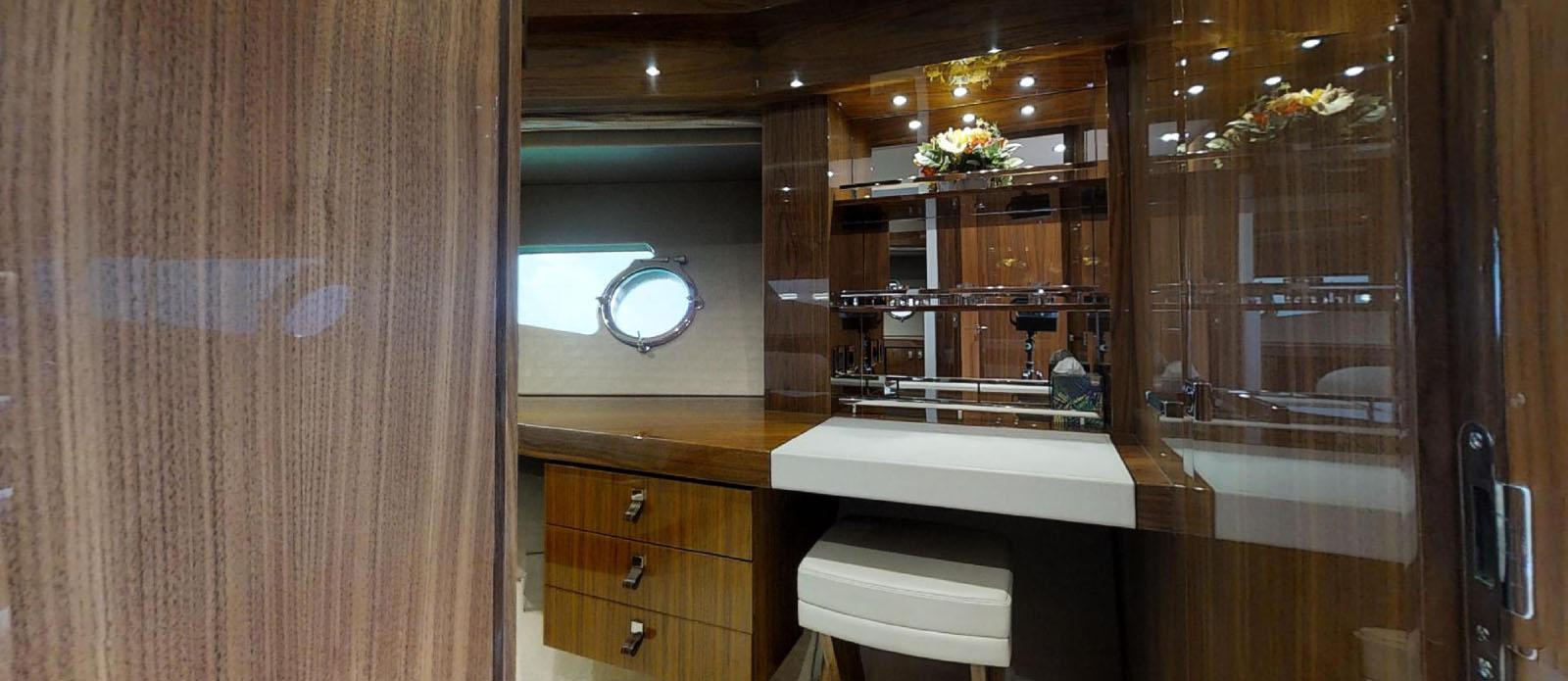 Sunseeker-86-Yacht-MiBowt-Dressing