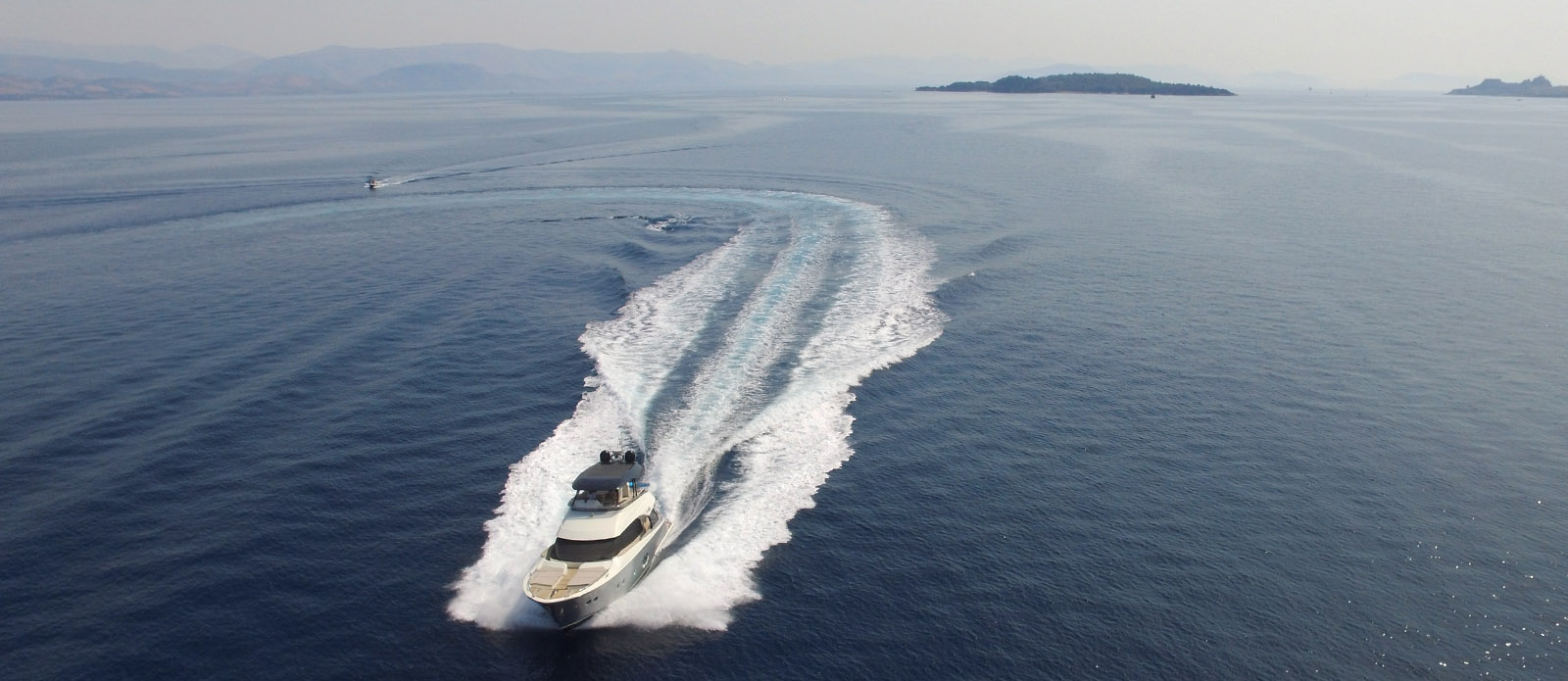 Monte-Carlo-Yachts-65-It's-Magic-Drone