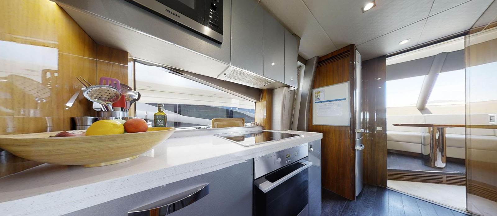 Sunseeker-86-Yacht-MiBowt-Galley