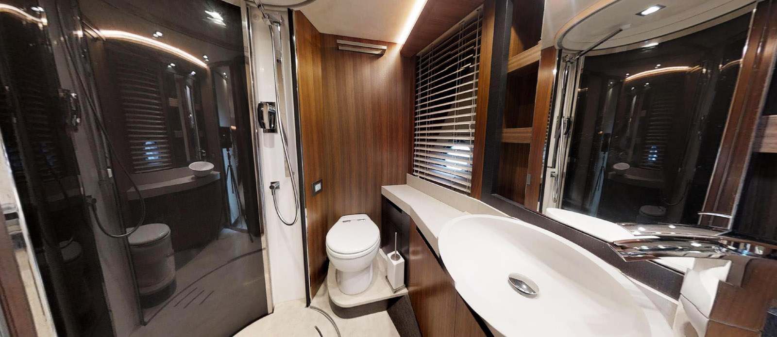 It's Magic-Monte Carlo-Twin En-Suite