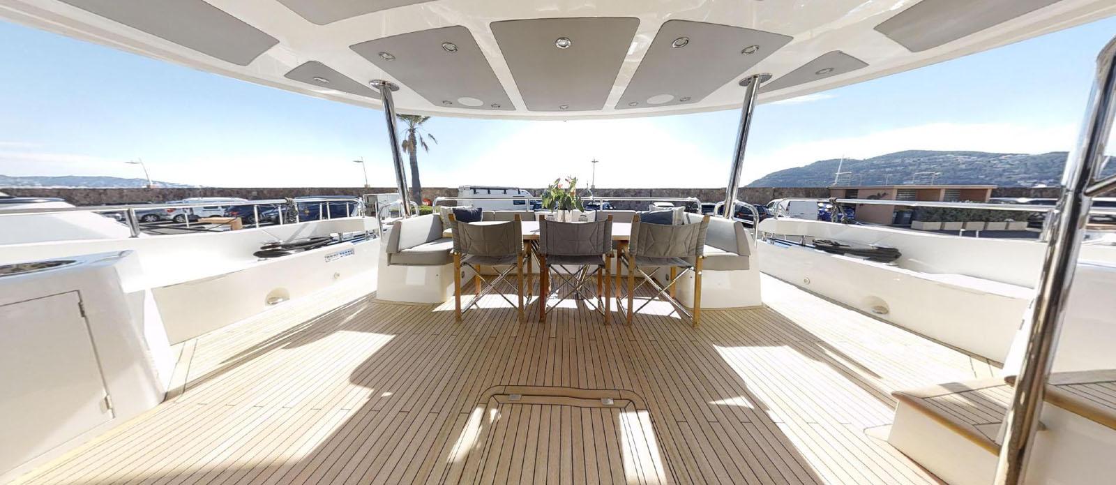 Sunseeker-86-Yacht-MiBowt-Main-Deck-Aft