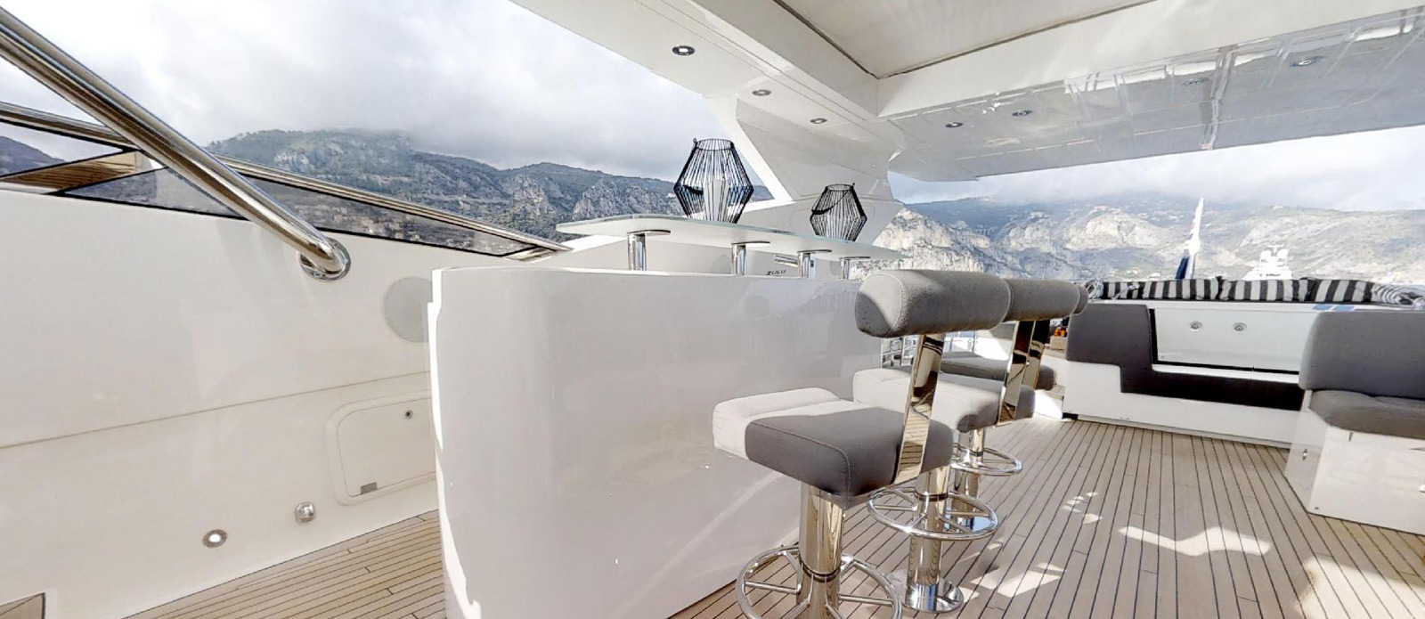 Sunseeker-115-Sport-Yacht-Zulu-Flybridge-Bar