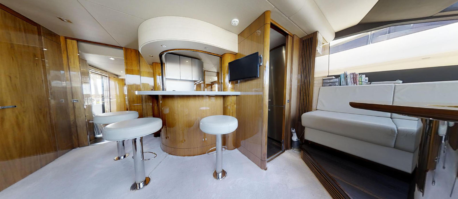 Sunseeker-86-Yacht-MiBowt-Interior-Bar