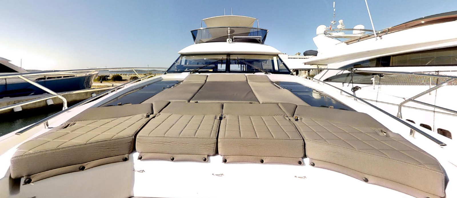 Prestige-630---Boss----Foredeck-Sunbathing-and-Seating