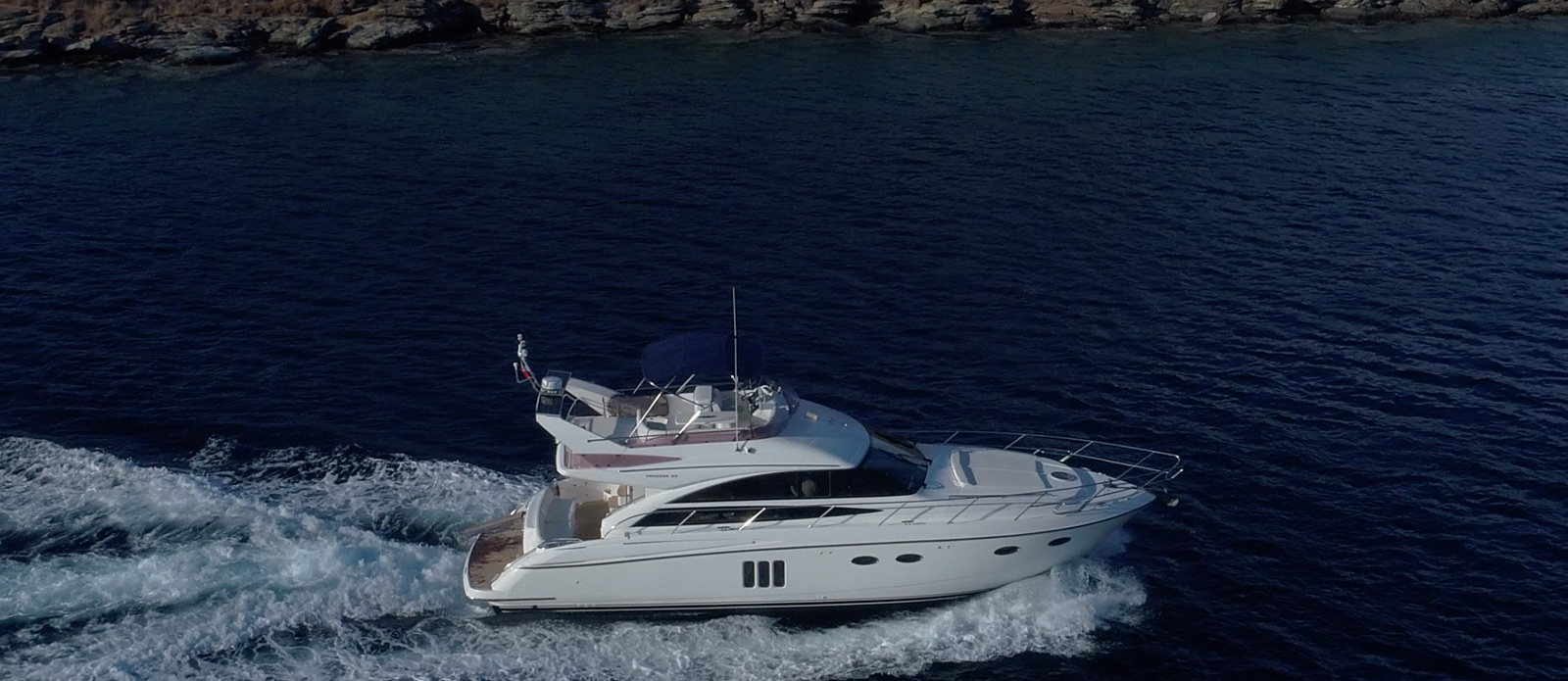 Princess-P54-Fly-Bridge-Motor-Yacht-Lavimar-Cruising-Past-Rocks
