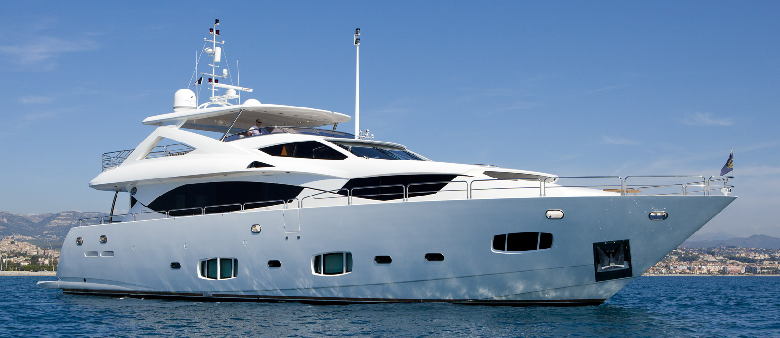 Sunseeker-30-Metre-Yacht-Tuppence-Side-Profile-Shot