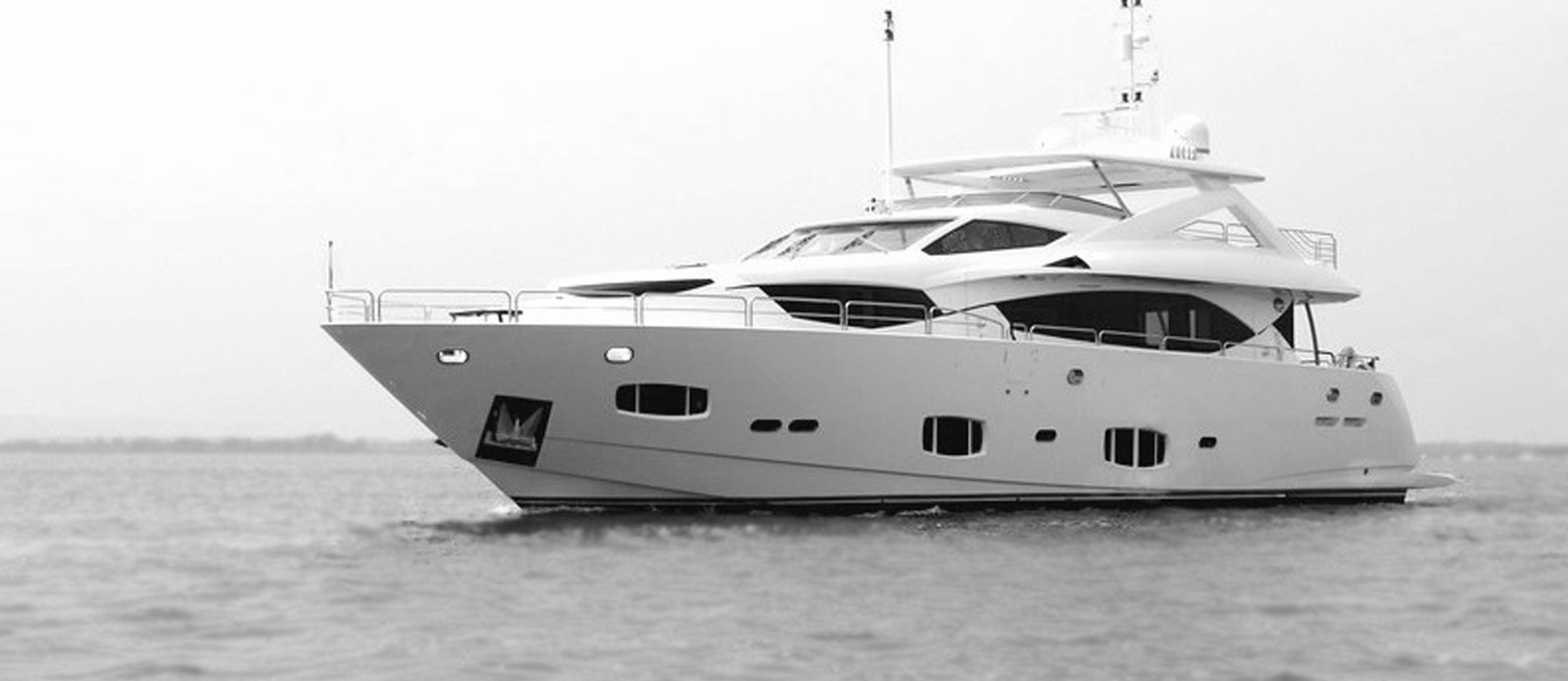Sunseeker-30-Metre-Yacht-Tuppence-Side-Profile-Black-and-White