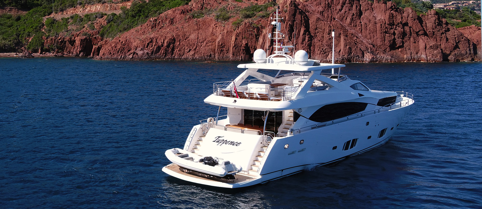 Sunseeker-30-Metre-Yacht-Tuppence---Stern-View---Red-Rocks