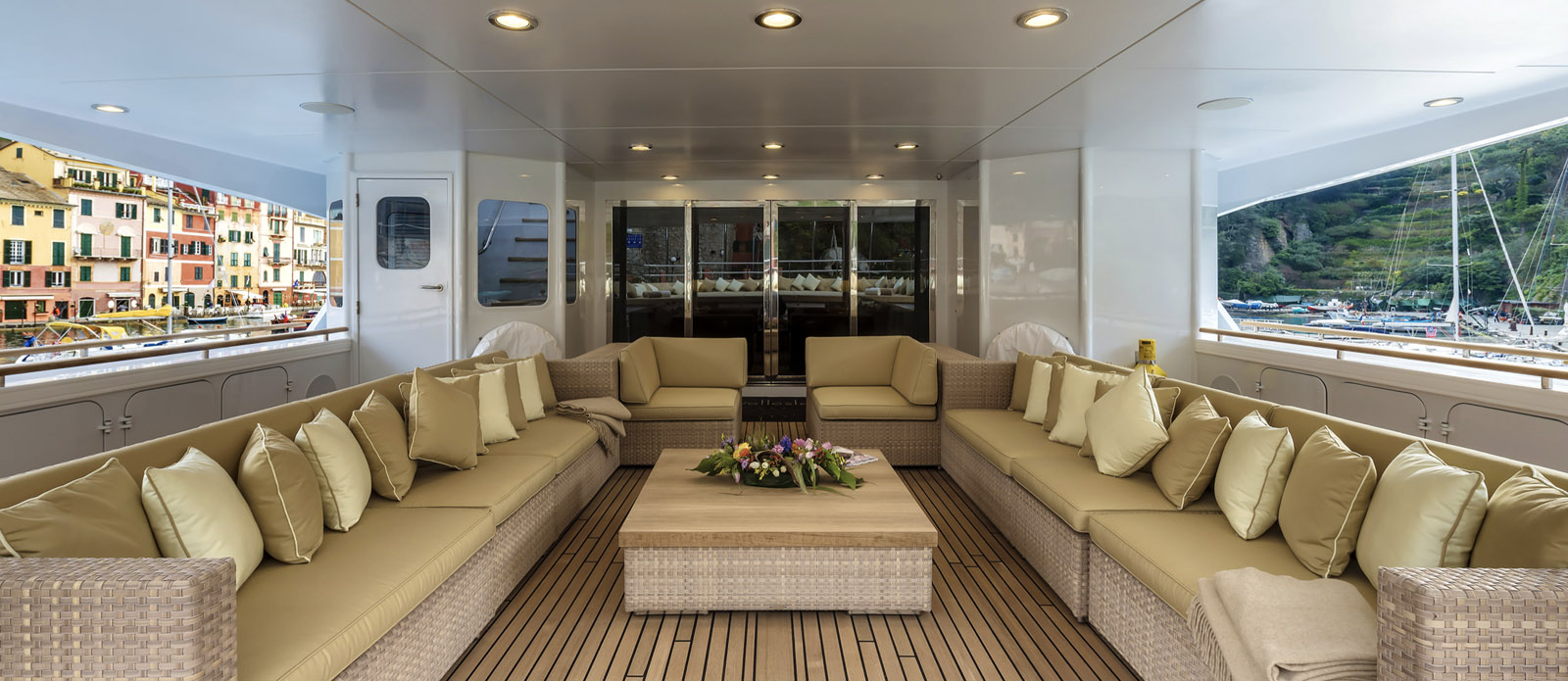 The-Wellesley-Oceanco-Exterior-Seating