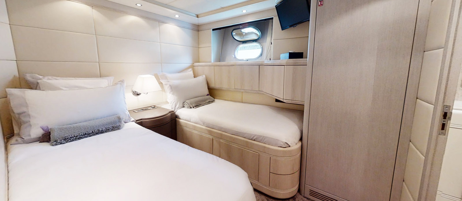 Port Twin Cabin - Mangusta 105 - Lauren V