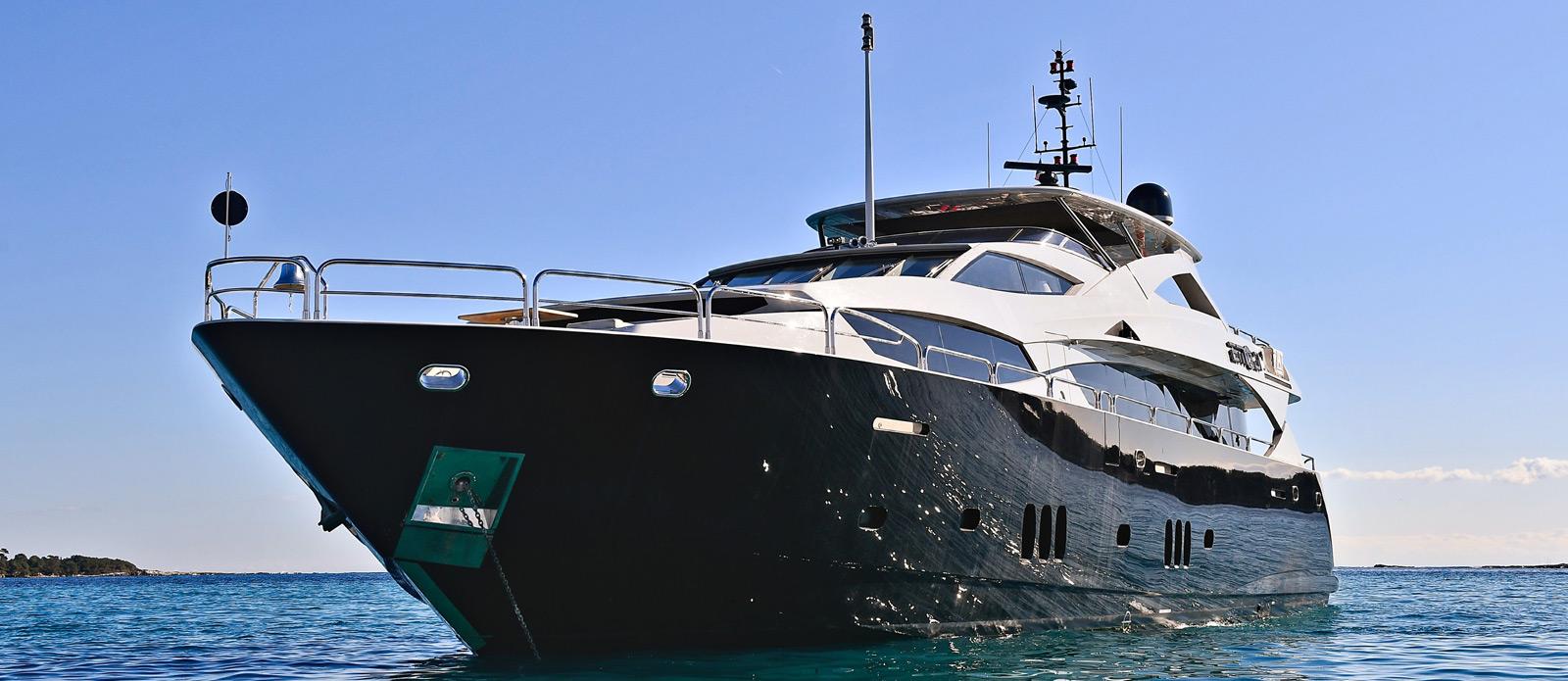 Sunseeker-34-Metre-Yacht---Emoji---Bow-Head-On