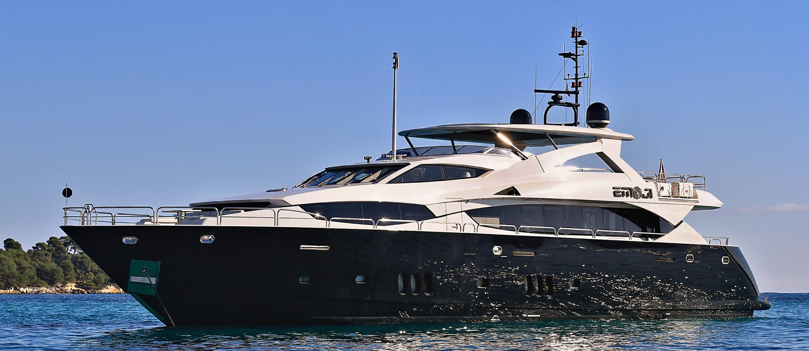 Sunseeker-34-Metre-Yacht---Emoji---Bow-View-2