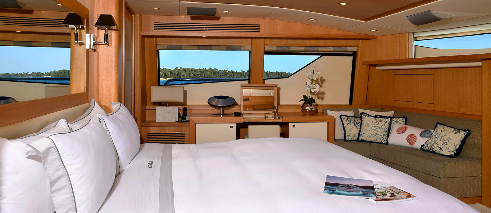 Sunseeker-34-Metre-Yacht---Emoji---Master-Cabin