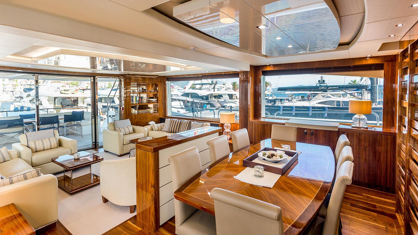 Sunseeker 86 Yacht - Stardust of Poole - Saloon 3