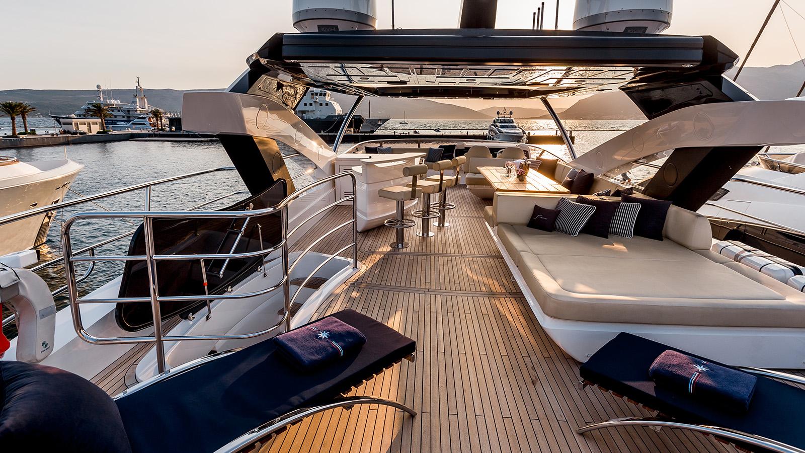 Sunseeker 86 Yacht - Stardust of Poole - Flybridge 3