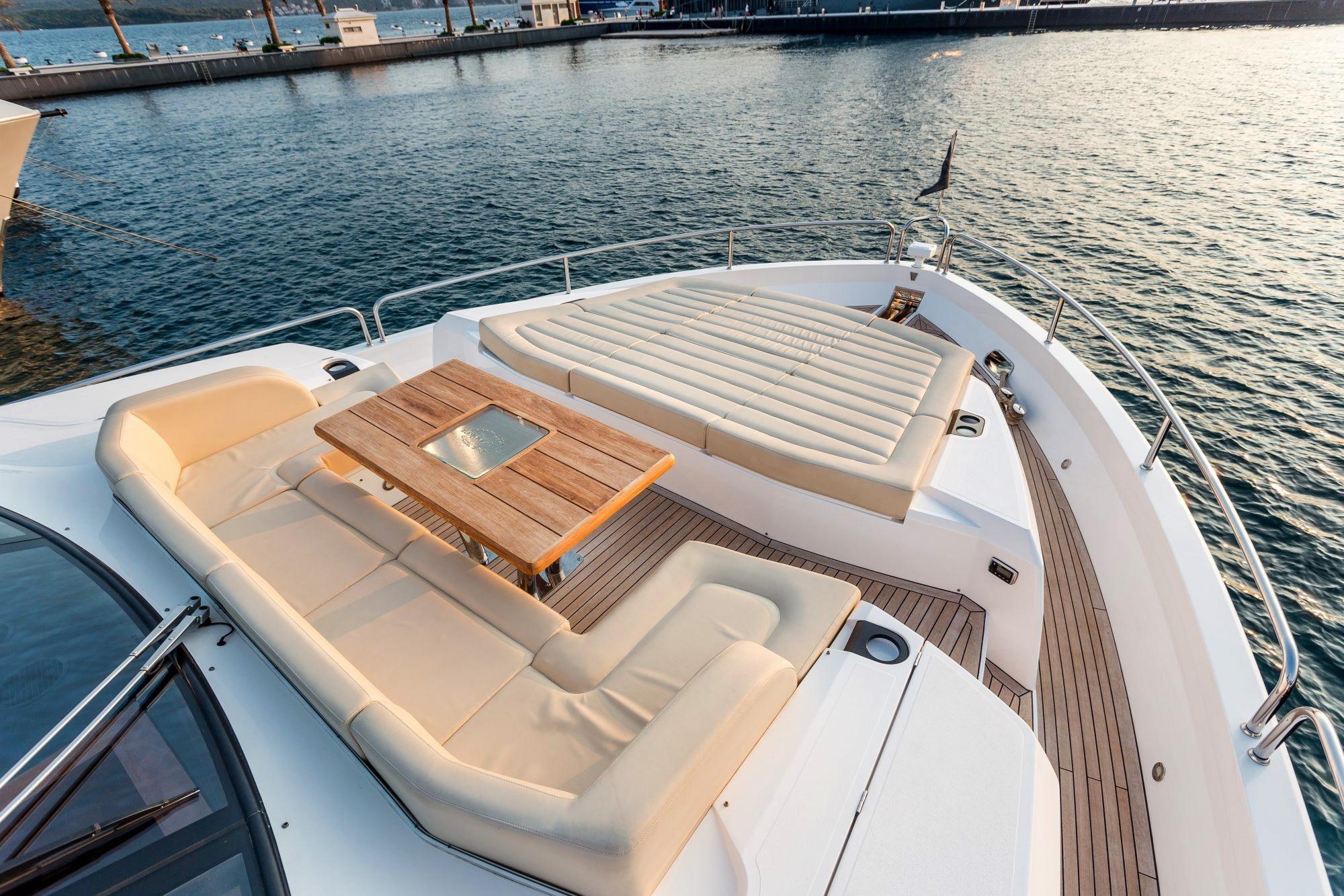 Sunseeker 86 Yacht - Stardust of Poole - Bow 2