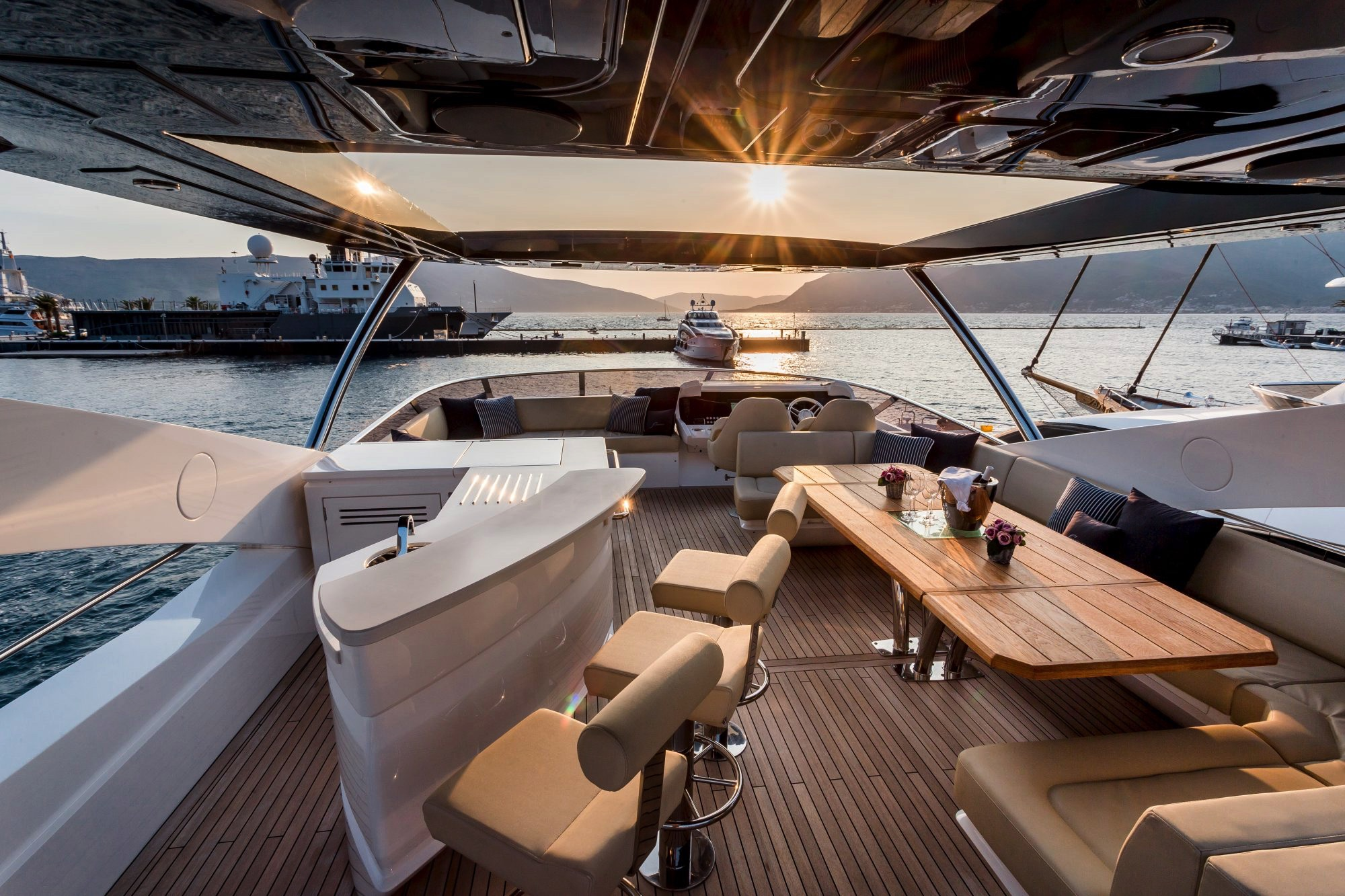 Sunseeker 86 Yacht - Stardust of Poole - Flybridge
