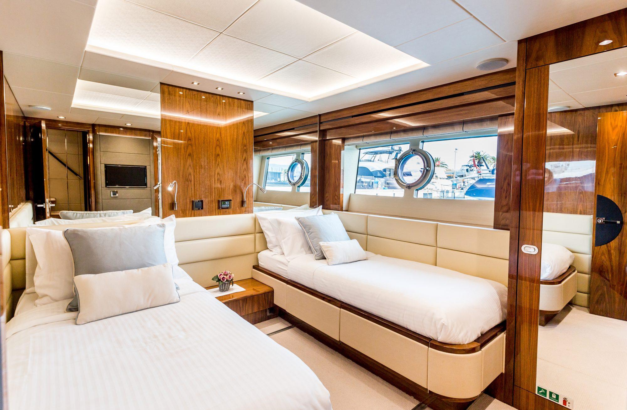 Sunseeker 86 Yacht - Stardust of Poole - Twin Cabin