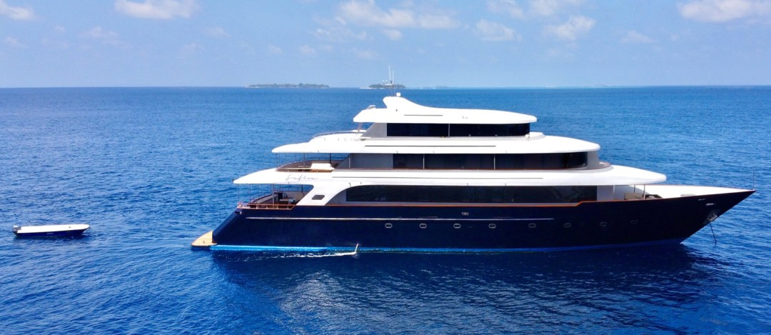 Safira-Luxury-Yacht-For-Sale-Exterior-2
