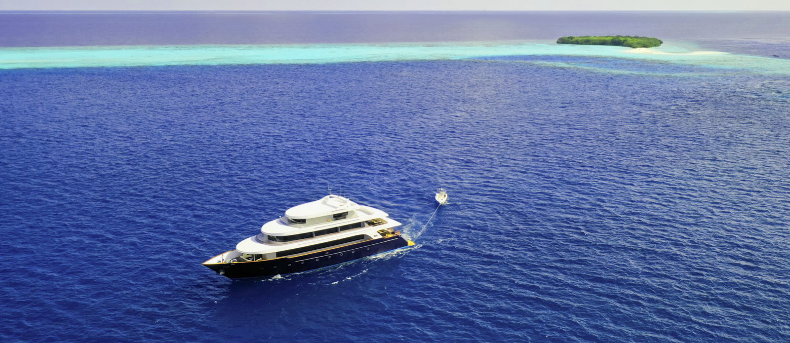 Safira-Luxury-Yacht-For-Sale-Exterior-3