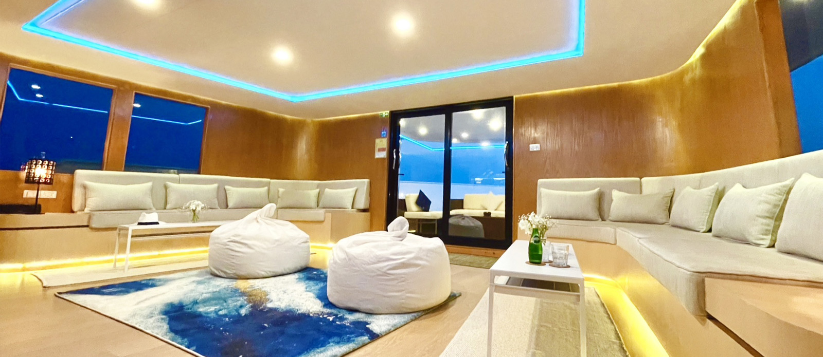 Safira-Luxury-Yacht-For-Sale-Interior-4