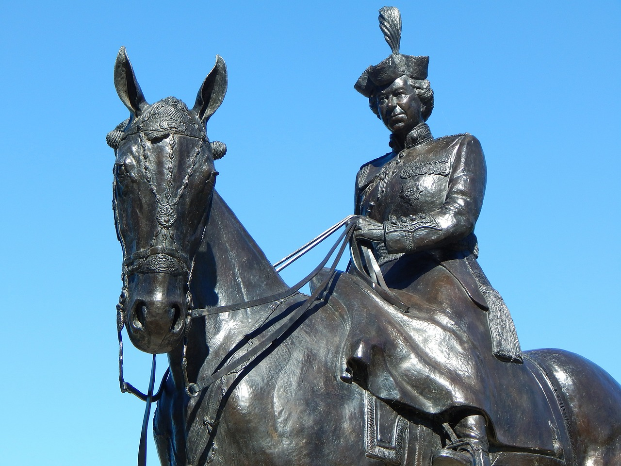 Queen Elizabeth II statue on horseback