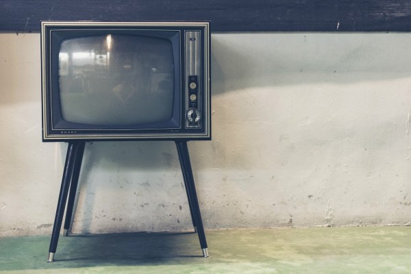 Picture of a old fashioned TV