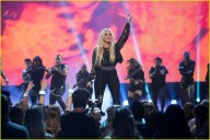 britney-spears-receives-first-icon-award-at-radio-disney-music-awards-19