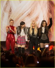 britney-spears-receives-first-icon-award-at-radio-disney-music-awards-20