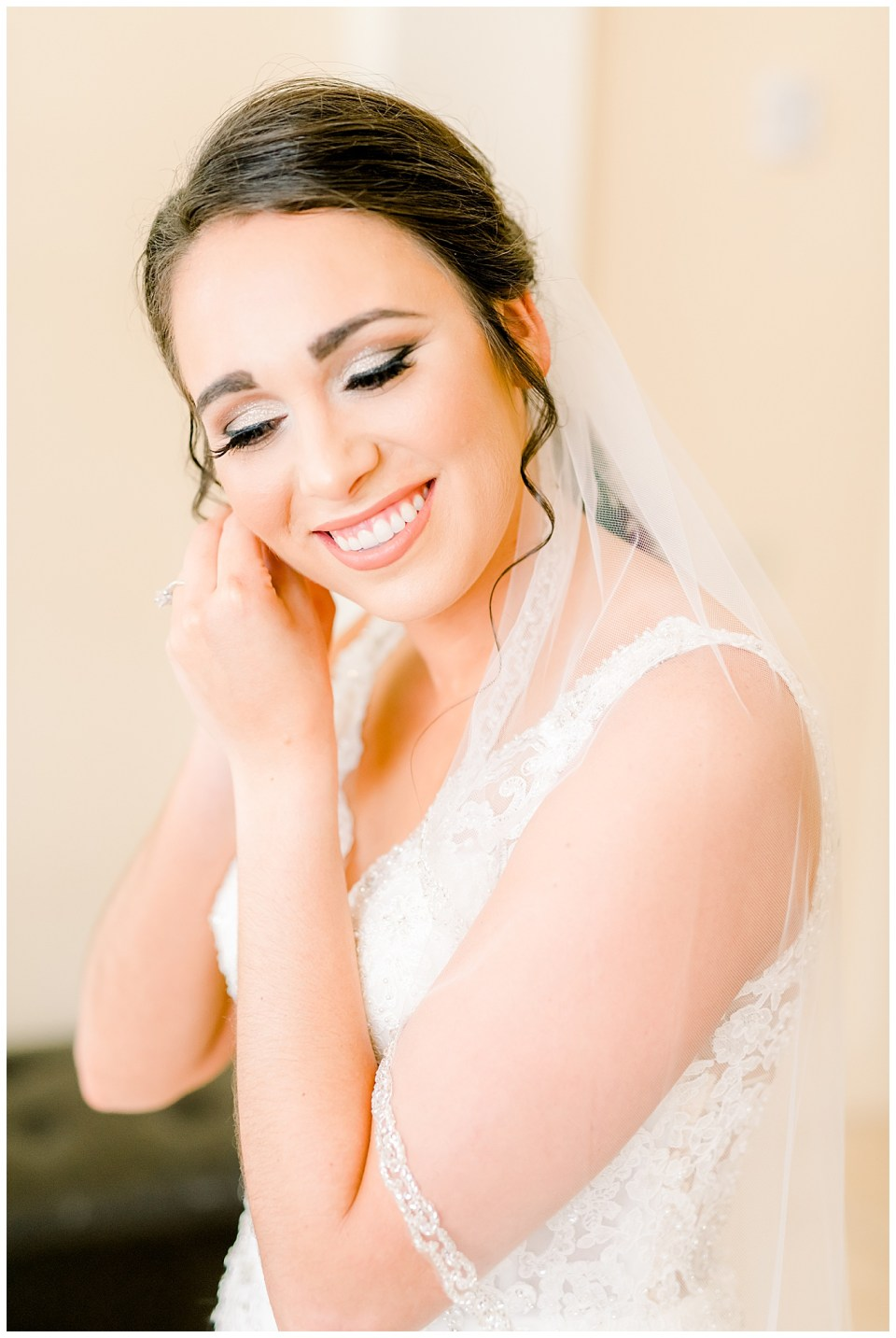 baton rouge bride getting ready on her wedding day