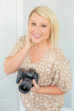 brittany-bruce-photography-educator-holding-camera