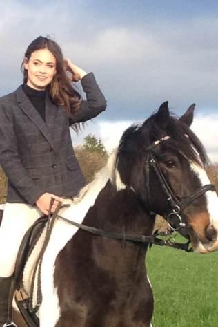 Amanda- Horse Shoot