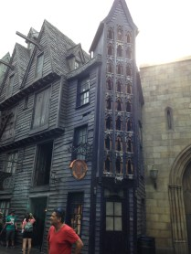 More of a look around Diagon Alley.