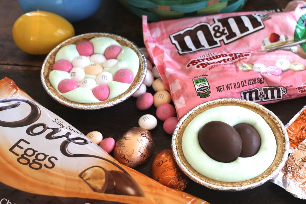 These Easy Mini Easter Tarts are a fun, sticky and gooey treat reminiscent of a s'more! Perfect to tuck in a holiday basket! {Brittany's Pantry} #EasterSweets #ad