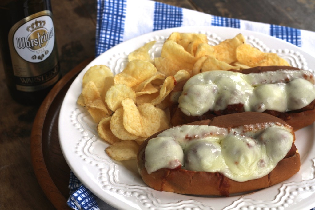 Msg4 21+ These meatball subs are super easy, thanks to the crockpot. Perfect for gameday! {Brittany's Pantry} #ad #BeersAndBuns @PeppridgeFarms @Kroger