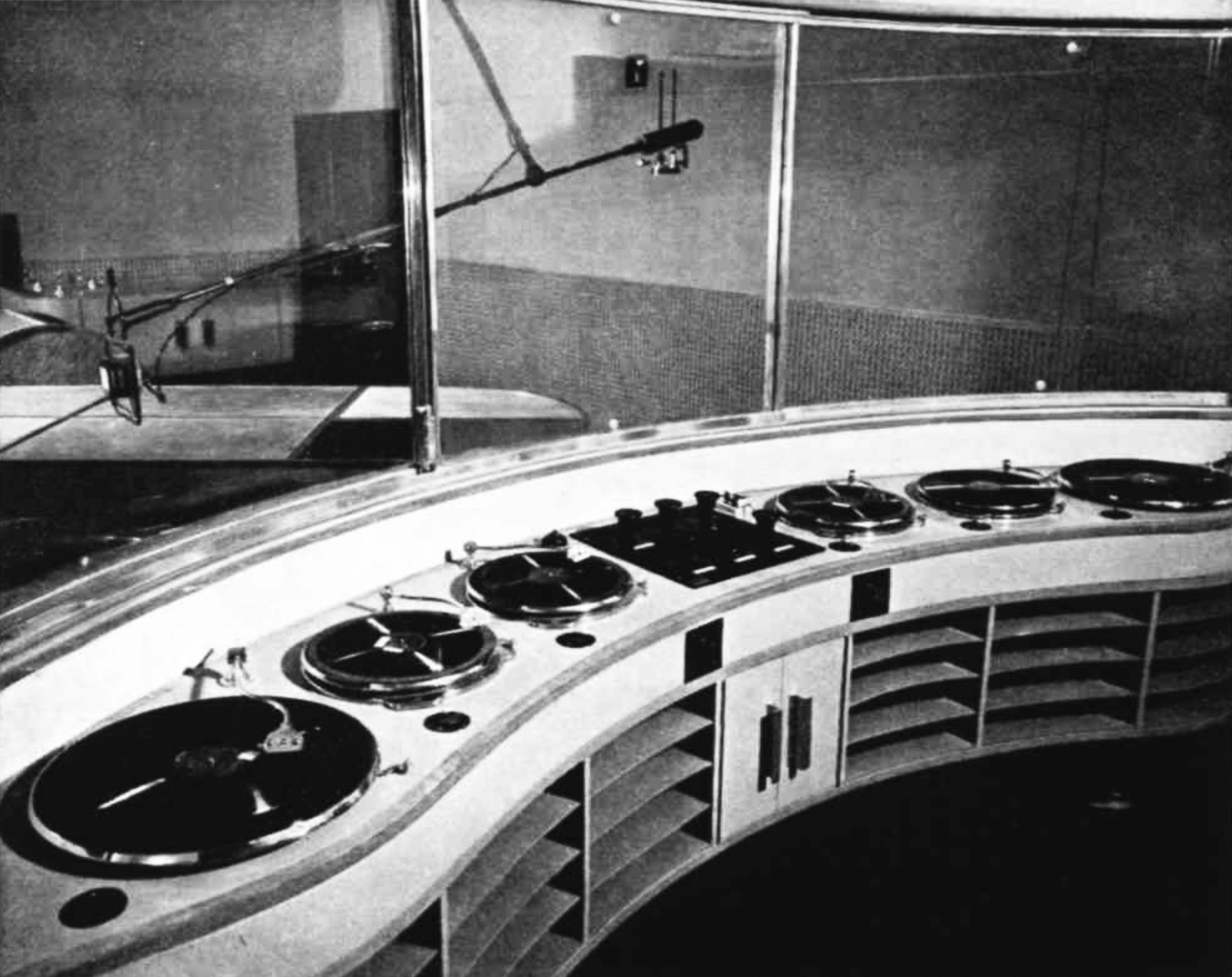 A curved desk with 6 turntables