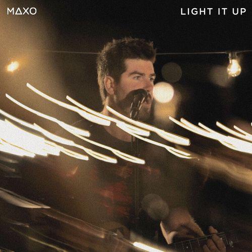 MAXO – Light It Up