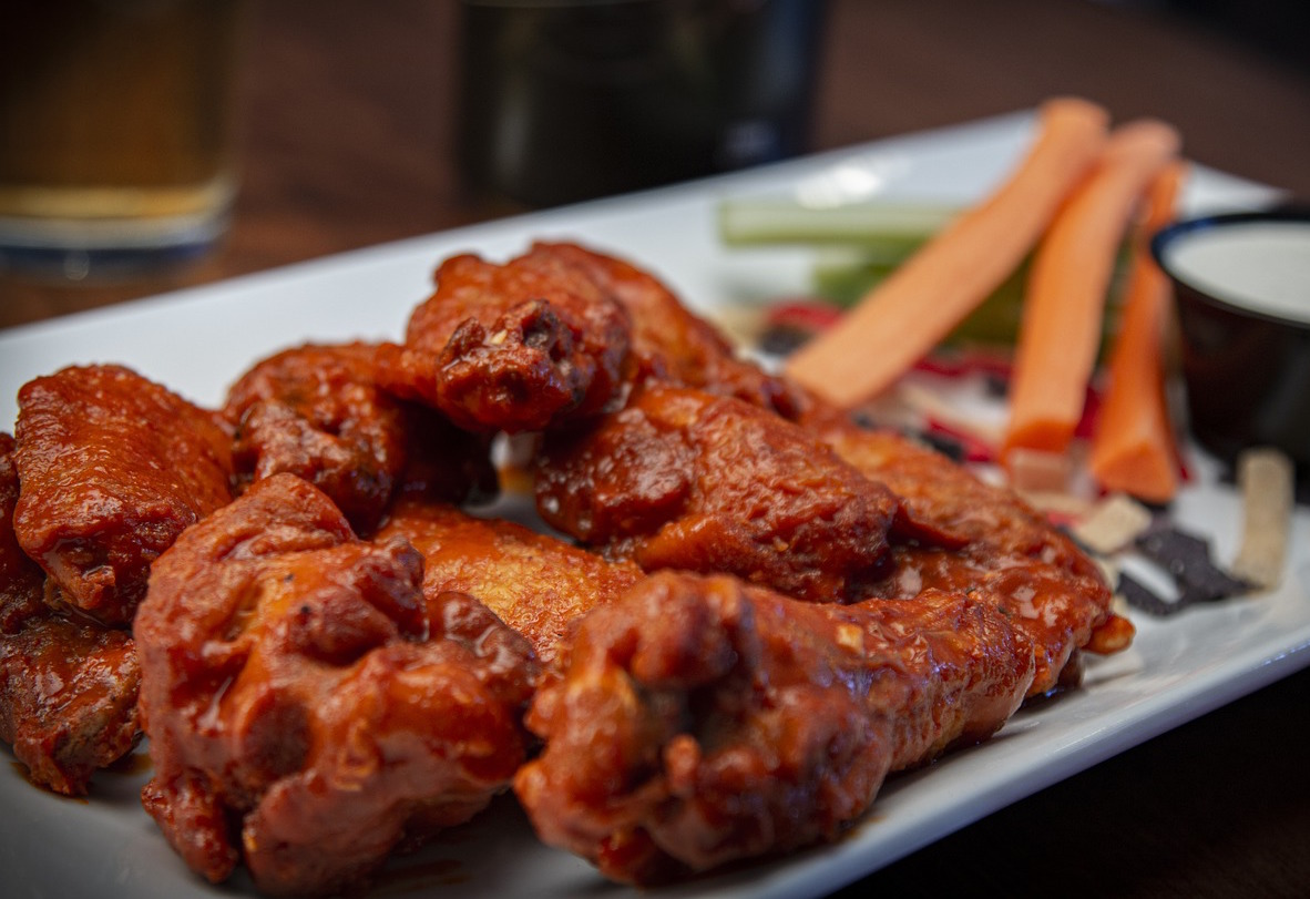 Ny Governor Andrew Cuomo Claims Chicken Wings Aren T A Real Meal Topshelf News