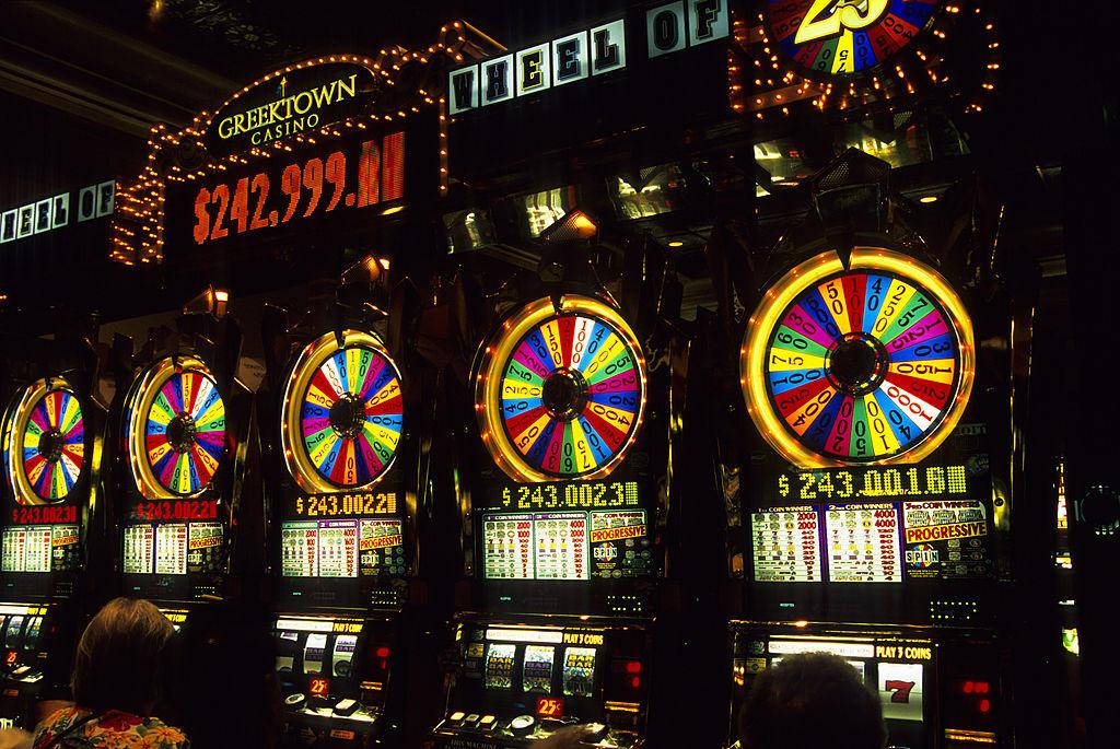 Woman Hits Massive Jackpot On Las Vegas Airport Slot Machines, Celebrates Way Too Quietly