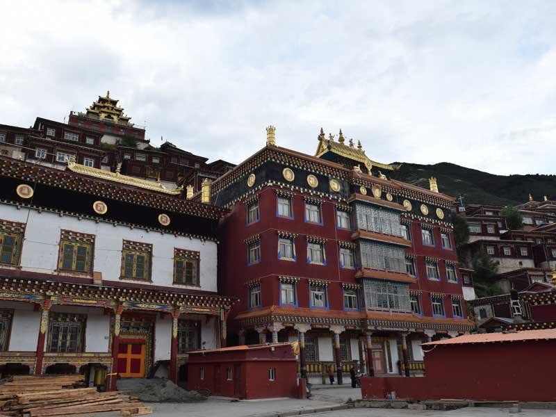 Pelyul-monastery-hall