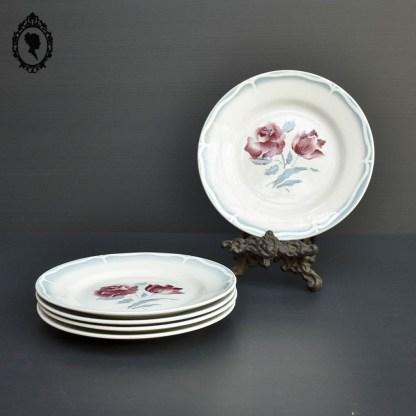 Vaisselle, vaisselle ancienne, vaisselle vintage, vaisselle française, vaisselle ancienne française, assiette plate, assiette plate ancienne, assiette plate vintage, assiette plate rose, Rose bleue, assiette vintage rose bleue, service 1950, assiette céramique, céramique, céramique vintage, céramique ancienne, assiette rose, assiette rose vintage, assiette fleurie ancienne, assiette fleurie vintage, assiette colorée, assiette colorée ancienne, assiette colorée vintage, assiette colorée fleuri, assiette Sarreguemines, Sarreguemines, Sarreguemines et Digoin, Digoin, assiette Digoin, assiette dessert Sarreguemines, service Sarreguemines, Sarreguemines bleu, Sarreguemines vintage, assiette vintage française, assiette fond fleuri, assiette fleur au centre, Sarreguemines 1950, assiette bleu, lot assiettes, lot assiettes vintage, assiette à dessert, lot assiette à dessert,