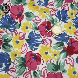 Tissu, tissu confection, tissu vintage, tissu ancien, tissu fleuri, tissu vif, tissu coloré, tissu ameublement vintage, coupon, coupon de tissu, coupon d'ameublement, coupon vintage, coupon de vintage, coupon ancien, coupon coton, tissu fleuri vintage, coupon fleuri, coupon coloré, tissu qualité, tissu qualitatif, tissu satiné, tissu satiné vintage, coupon 18 mètres, long coupon, tissu largeur 90 cm, grand coupon,